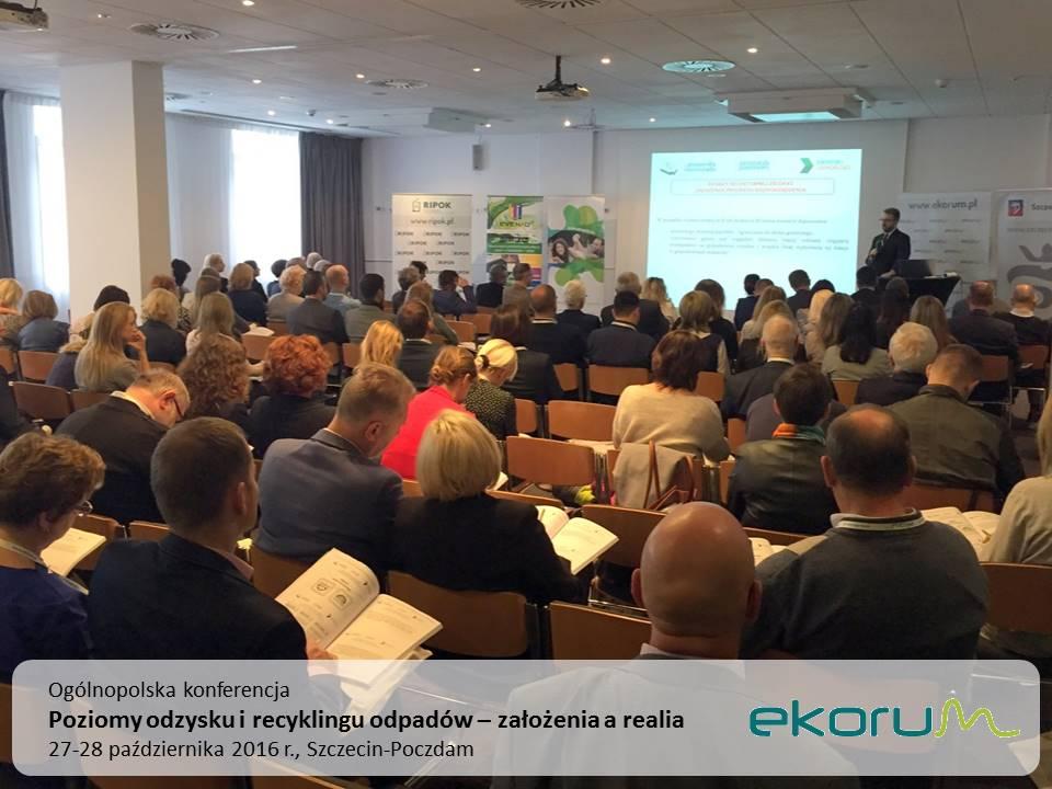 Ogólnopolska konferencja<br><strong>Poziomy odzysku i recyklingu odpadów – zalożenia a realia</strong><br>27-28 października 2016<br>Szczecin-Poczdam thumbnail